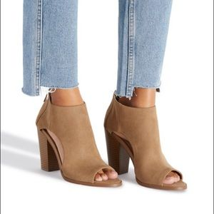 Shoe Dazzle Cutout Heel Sandals